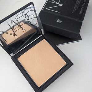 NARS All Day Luminous Powder Foundation Deauville